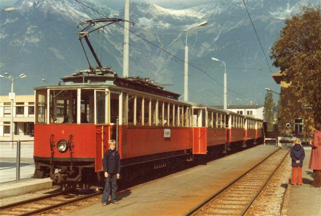 AGStb 4, Grazer Waggonfabrik/AEG 1905 skulle køre os til Fulpmes 1976. Da den kørte blev de to bagerste vogne stående.