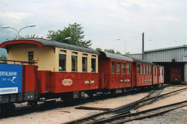 Til damptogene havde man ældre toakslede vogne. En vogn som den første har jeg kørt med på Salzkammergut Lokalbahn, men også fra ZB mindes jeg dem. Den er dog her bygget om til buffetvogn. Foto: BH: 2013.