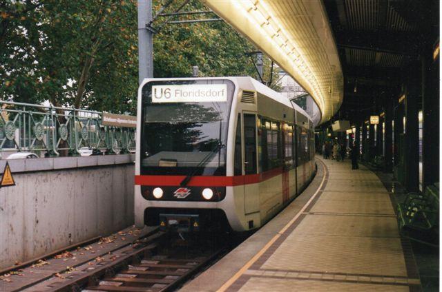 Moderne materiel på U6 på Volksoper.Foto: BH 1996.