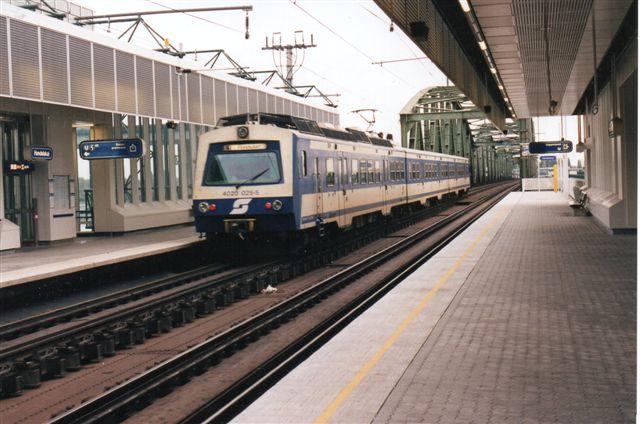 ÖBB 4020 025-5 som S1 på Neue Donau. Vi er nu på S-banen. Foto: BH 1996.