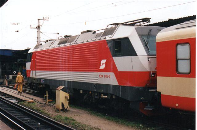 ÖBB 1014 008-5 på Wien Nord 1996.