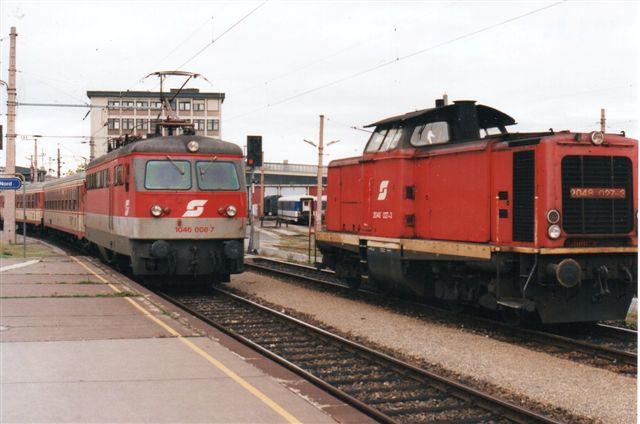 ÖBB 1046 008-7 og ÖBB 2048 027-3 ligeledes på Wien Nord i 1996.