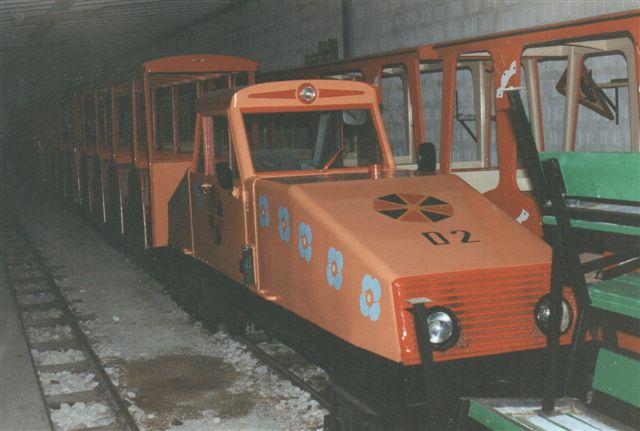 Ved siden af stod D2 med tog.