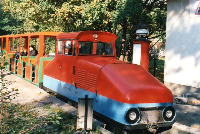 I Prater var damplokomotivet pakket ned for vinteren. Jeg kunne derfor ikke komme til at se det for rockwool og plast - sagde personalet. Et dieseltog kørte dog stadig i efteråret. Foto: BH 1996.