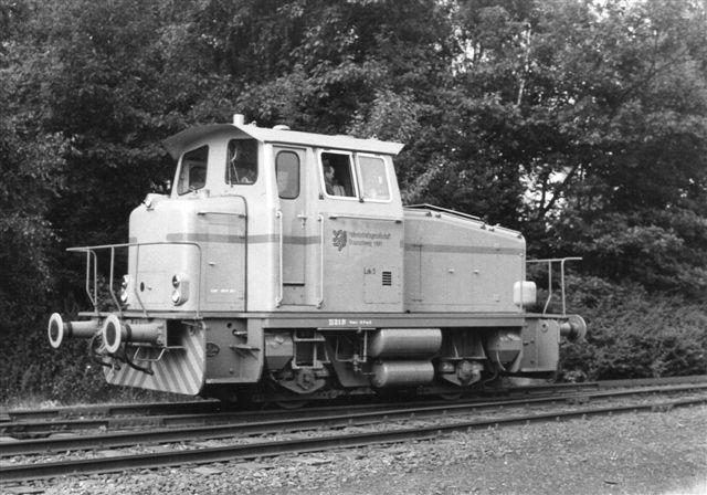 Hafengesellschaft Braunschweig mbH 5, KHD 58237/1968. Lokomotivet var orange med sort undervogn og en blå stribe. Foto: BH 1986.
