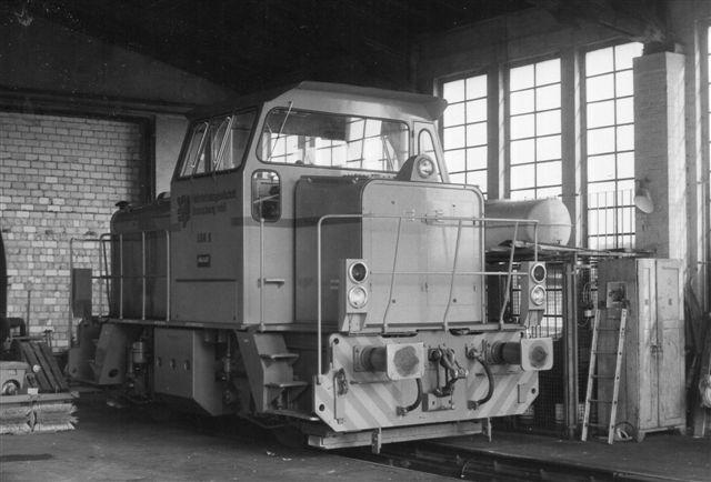 I remisen sod lokomotiv nr. 6, der var fra MaK bygget 1983. Foto: BH 1986.