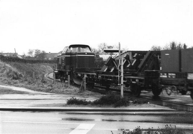 HVB 5, MaK 1000 012/1959 på 860 hk og 60 t mødte jeg uden for MaK-fabrikken i Friedrichsort i 1981. Da fabrikken fremstillede pansrede mandskabsvogne, måtte jeg ikke kommer derind, selv om jeg også er i NATO! Foto: BH 1981.