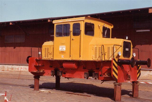 Mens der endnu var havn på Wallhalbinsel i 1983 kørte Lübecker Hafengenselschaft mbH der med denne lille Diema uden nummer. Det er Diema 2620/1963, type DLF 120. I 1988 tilhørte den On Rail, men stpd hos MaK i Moers. Foto: BH 1983.
