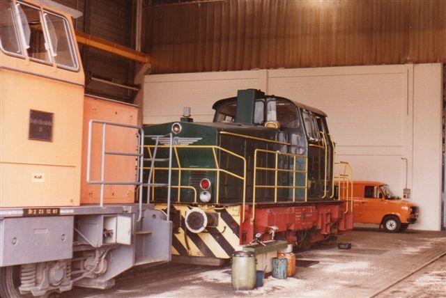 Banens eget Krauss-Maffei holdt inderst i remisen. Den har nr I. Foran ses nr. II, der nu har fri. Foto: BH 1984.