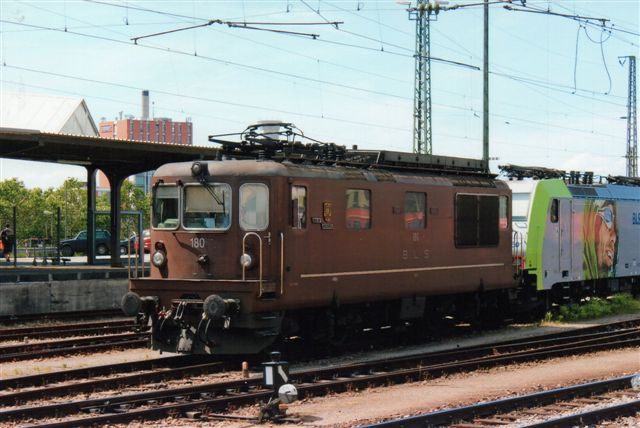 BLS 3 437. BLS 180 på Badische Bahnhof i Basel 2012.
