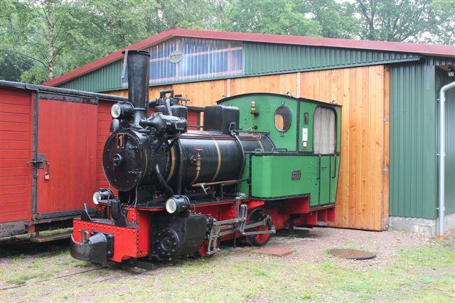 4225. 1, Henschel 20925/1927. 60 hk. 10 t. Det er banens eneste damplokomotiv. Det var køreklart.