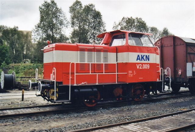 AKN V2.009, MaK 220022/1954, type 240B på depotet i Grusonstrasse 2002.