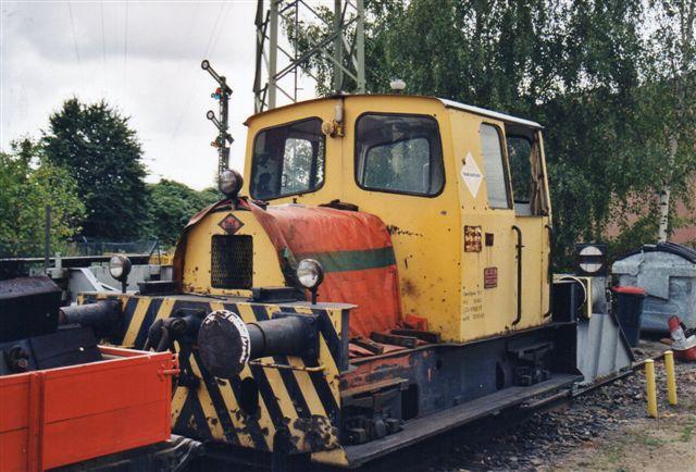 Et af de private lokomotiver, jeg aldrig fik set, mødte jeg på AKN-depotete i Grusonstrasse. Der Raab Karcher uden nr., O&K 25933/19?? fotograferet i 2002.
