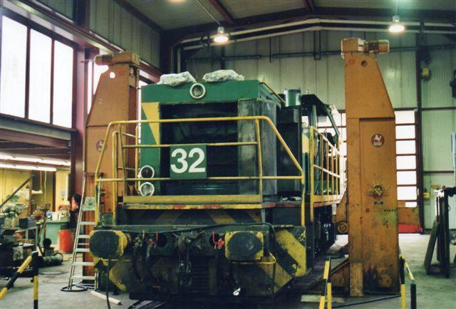 DE 32 fra Dortmunder Eisenbahn købt af AKN og under istandsættelse på værkstedet i Grusonstrasse. 2002.