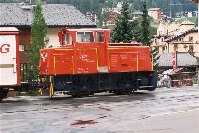 MGB Tm 2/2 74. Banen havde i Zermatt to rangerlokomotiver. Denne var uden data og kørte på godspladsen. 2009.