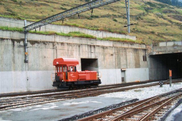 MGB Gm 3/3 72, Moyse 855/1975 rangerede på personbanegården. Tilsvarende lokomotiver hos RhB havde følgende data 55 km/t. 34 t. 220 kW. Zermatt 2009.