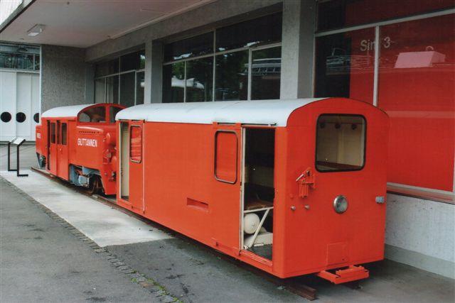 Oberhasli kaldtes dette køretøj. KWO Ba 2/2 3. Bygget af SIG 1943 5,6 t. Toget havde 27 pladser. Det transporterede ansatte, familier og skolebørn gennem en stolle under den vinterlukkede dal ved Aarefloden mod Grimselpasset. Nu er banen overflødig, da Grimselpasset er blevet et helårspas. 1928 anlagdes denne 500 mm bane, og 1995 blev den overflødig. Foto på Trafikmuseet i Luzern 2012.