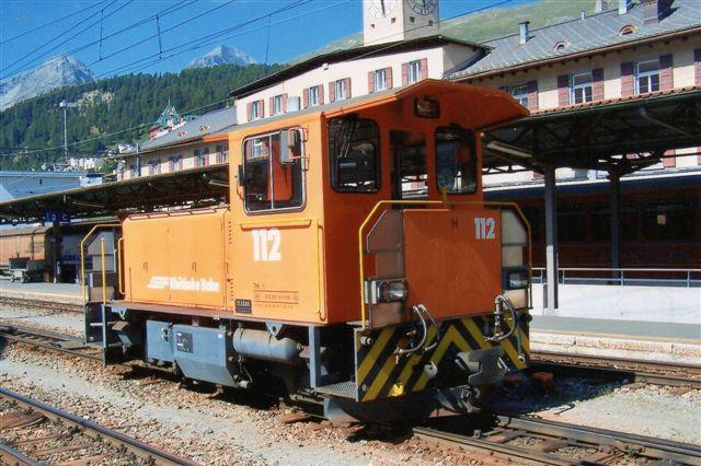 RhB Tm 2/2 fra Schöma. Typen er radiostyret, og der findes 4 styk. Flere af stationerne med rangermaskiner har som St. Moritz to strømsystemer. 2009.