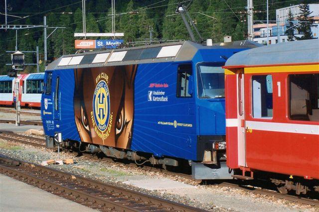 RhB Ge 4/4 III 652. Udviklet af RhB, SLM og ABB 1989 - 92 og bygget indtil 1999 i 12 eksemplarer med thyristor vekselstrømsteknik. 100 km/t. 62 t. 2400 kW. Foto i St. Moritz 2009.