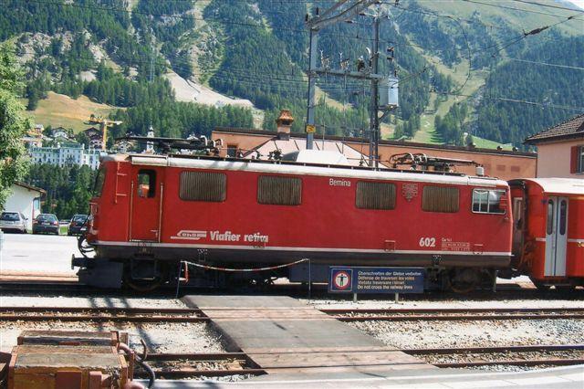 RhB Ge 4/4 I 602. Bygget i 10 eksemplarer af SLM, BBC og MFO mellem 1947 og 53. 47 t. 80 km/t. 1560 hk. 602 er fra 1947 og hedder Bernina. Foto i Pontresina 2009.