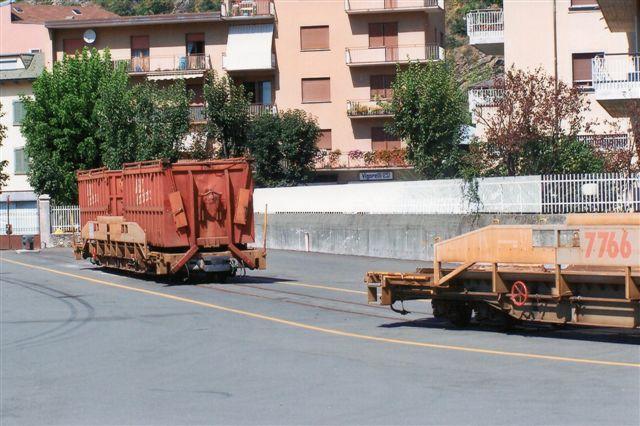 Læssesporene i Tirano 2009. Banen kørte godstog.