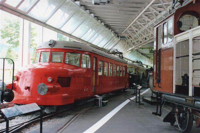 SBB 19 527. SBB RCe 2/4 203 med tilnavnet Den røde Pil ligeledes i Luzern 2012.
