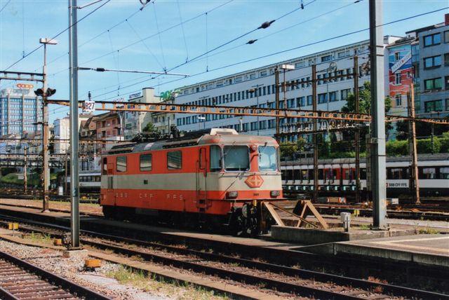 SBB 4 426. SBB 11109 i Basel 2012. Den er ombygget med centralkobling og kører lokomotivtrukne togsæt og matchede deres farver.
