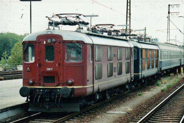 SBB 5 433. SBB 10019 som første maskine i Karlsruhe 2005. Også denne type er 4/4. Undertype ukendt. Foto: Günther Barths.