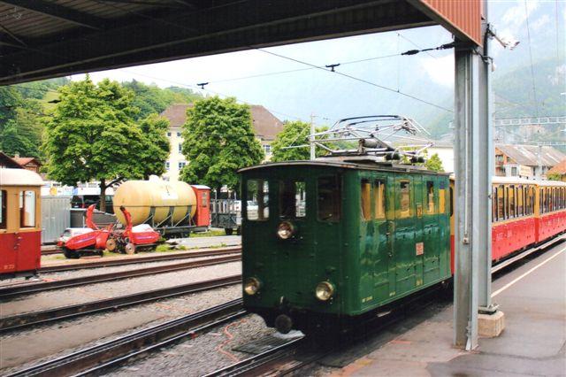 SPB 53 med det tog, vi kørte med. Wilderswill 2012.