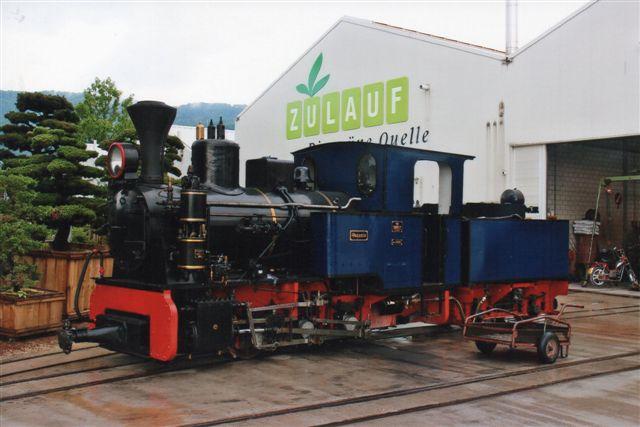 Schinznach Baumschulbahn Sequori, MBA 13585/1944 uden for remisen. Den skulle køre banen tog, men bremsen var defekt. Da planteskole gør det i træer, har lokomotiverne trænavne! 2012.