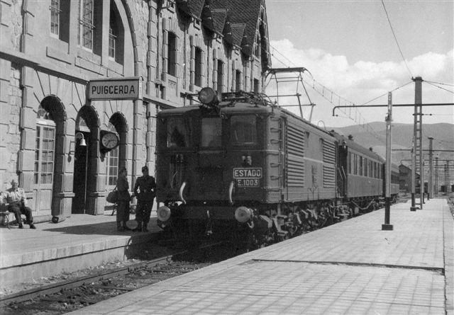 Spansk elektrisk lokomotiv. Også den er uidentificeret. Stationen hedder Puigcerda og er den førs spanske station (grænsestationen) på linjen Toulouse - Barcelona. Se næste foto.