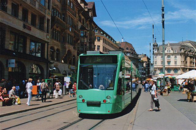 BVB Baseler Verkehrsbetriebe 309 på linje 5 holder her på Rådhuspladsen i Basel 2012.