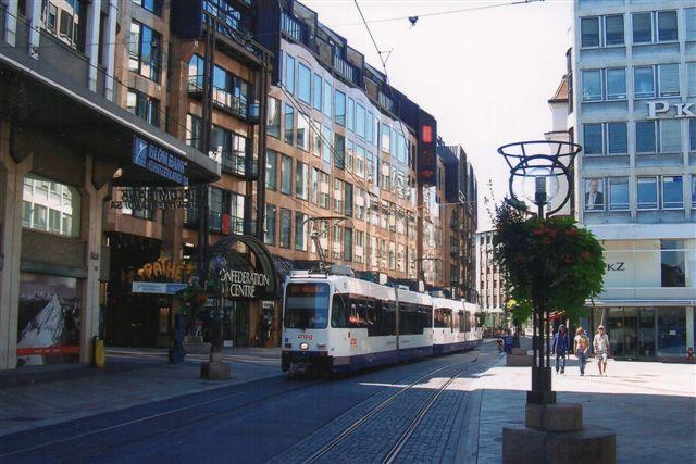 Transport Pubblici Genève SA, TPG 805 på linje 12 i den gamle bydel i Geneve 2009. To tovognssæt.
