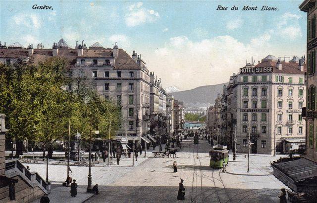 Ældre sporvogn i Rue de Mont Blanc i Geneve. Bjerget, Europas højeste anes muligvis i baggrunden. Postkort købt 1906.