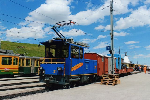 WAB 31 med godstog (arbejdstog) i Kleine Scheidegg. Rangermaskinen var bygget af Stadler. 2012.
