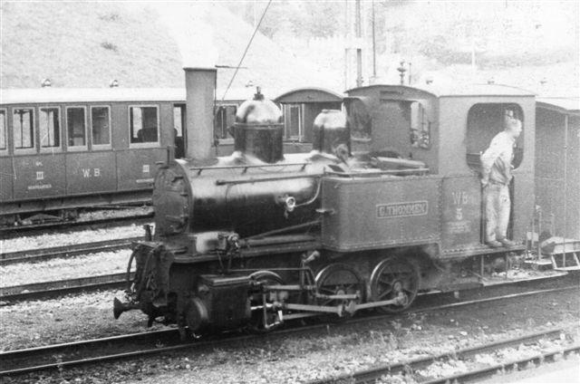 Waldenburgbanen nr. 5, G. Tommer, SLM 1440/1902 i Liesthal 1952. Min far tog billedet da han vågnene i en sovevogn og rullede gardinet op. Det var udsigten. To år senere blev banen elektrisk. Jeg passerede 2009, men da holdt der ingen tog. 750 mm delvist med tandstang.