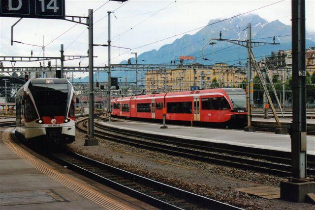 ZB 130 007-8 i Luzern 2012. Til højre en normalsporet BLS uden læsbare data.
