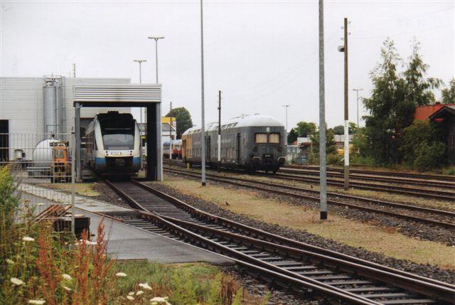 På den gamle privatbanegård i Kiel stod 2004 to af den tidligere Lübeck - Büchen Eisenbahns toetegersvogne, der nu tilhørte en jernbaneklub. I vaskeanlægget NOB VT 306 samt MaK 513/1959 en museumsmotorvogn.