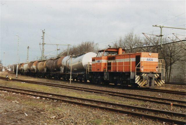 I 2002 kom AKN 2.021 til Tornesch med et godstog til Uetersen fremført af MaK 1000830/1984 type DE1002. Foto Jochim Rosental. Året efter var det en DB-maskine der forstod udvekslingen.