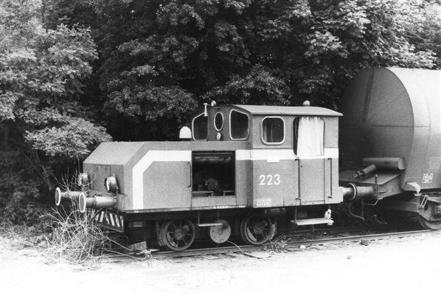 BHE 223, Deutz 1703/1916. 100 hk. Maskinen er ombygget 1954 hos Schöma. Den var i 1984 Tysklands ældste i drift værende diesellokomotiv. Den måtte dog i 1984 hensættes med et kobbelstandsbrud. Foto fra 1984.