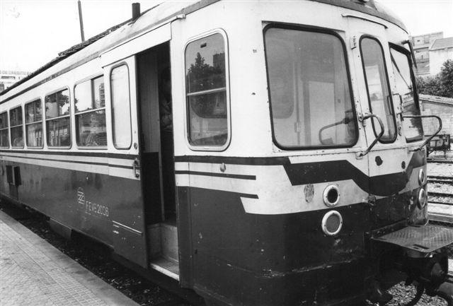 Motorvogn tilhørende Ferrocarriles de Mallorca. Den er mærket FEVE 2006. FEVE er Statens selskab, der driver de fleste af Spanien privatbaner. I dag har banerne fået nyt materiel, idet der er skiftet sporvidde. Foto fra 1987.