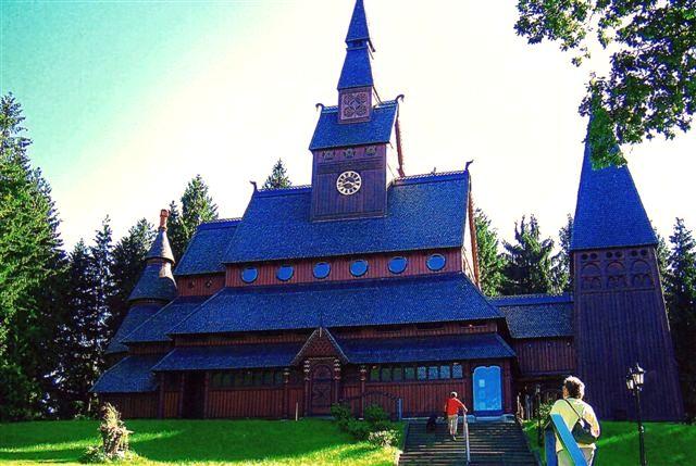 Hahnenklee. Fra turen 2006. Kirken er bygget 1907 - 8 inspireret af en norsk stavkirke fra middelalderen.