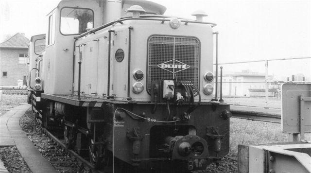 """HHA 8010, KHD 57149/1960. Lokomotivet har enten haft fri eller er allerede kørt """"på plads."""""""