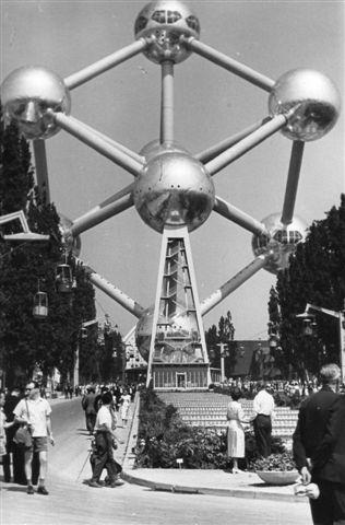 16. Atomium. Kuplerne er 18 m i diameter. Foto: Hans Kristian Hansen. 1962