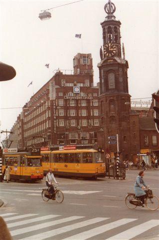 Mønttårnet i Amsterdam med sporvogne.