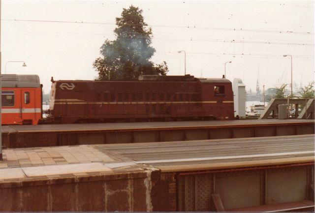 NS 2285 i gammel design. Ingen data, men lokomotivet trak af med en stamme østriske vogne. Formentlig er 2285 et rangerlokomotiv.