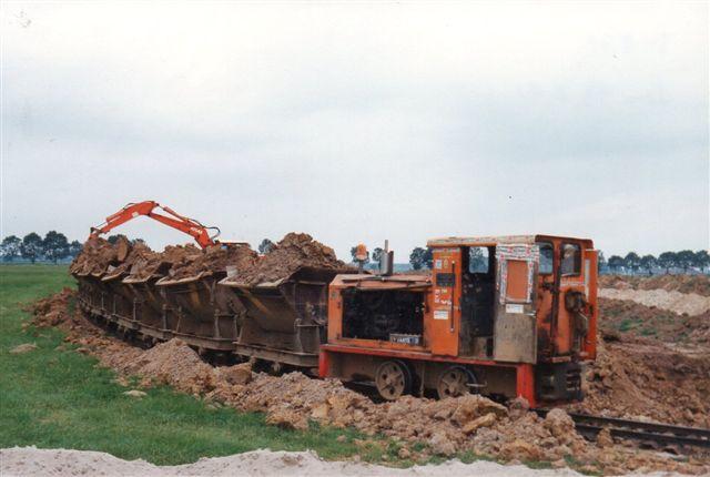 Steenfabriek Nijverheid, Azewijn. Diema 4119/1978 DFL 60/1.2. Her var tre kilometer mellem grav og værk.