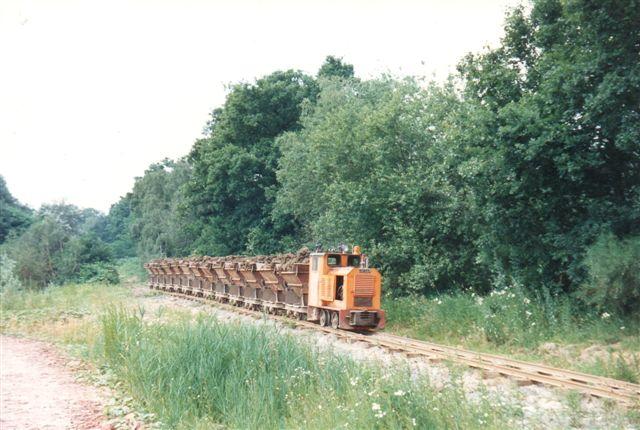 Toget passerede blndt andet en lille skov på vej mod værket. Værket havde en reservemaskine, men den var ufotogen.