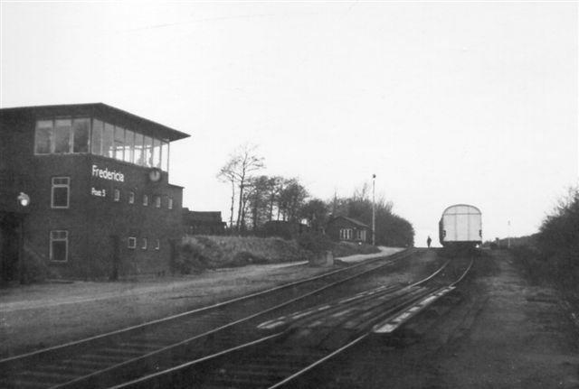 På Ankomstristen holder et tog. I forgrunden dalbremsen og Post 5. Foto: Bent Hansen 1968.