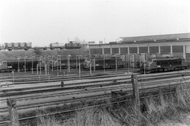 Mh på Havnebanen passerer remisen. Foto: Bent Hansen 1981.